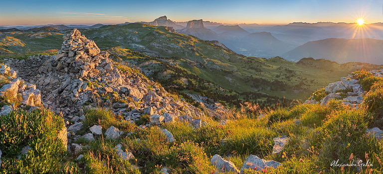 montagnette-cairn-soleil